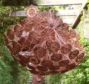 """#Zostań w domu – zobacz wspomnienie z XVII Międzynarodowego Pleneru Artystycznego """"Wiklina w Arboretum"""""""