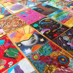 Namalowali pastelami świat abstrakcji – galeria